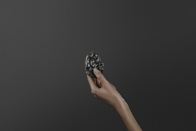 Sewelo (Photo credit: Louis Vuitton) (CNW Group/Lucara Diamond Corp.)